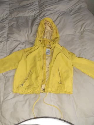 chaqueta bershka amarilla