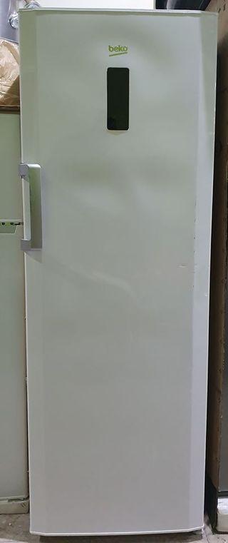 Congelador Vertical Beko FN130420 170cm 7 Cajones.