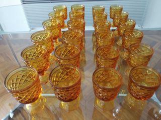 Copas rusticas de vino y agua