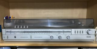 Tocadiscos vintage Philps stereo, cassette y radio