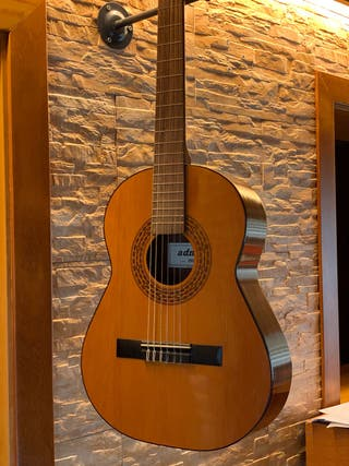 Guitarra Pequeña Admira