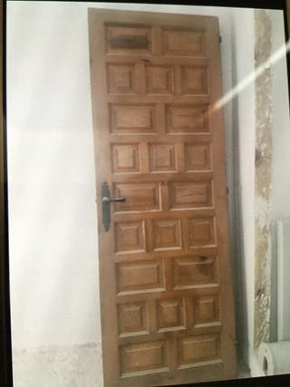 Puertas de madera en muy buen estado.