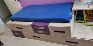cama compacta con mesa