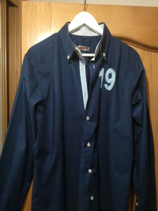 camisa azul marino