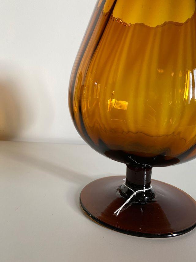 Copa de cristal color ámbar