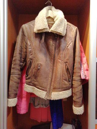 Abrigo vintage marrón con borriguillo por dentro