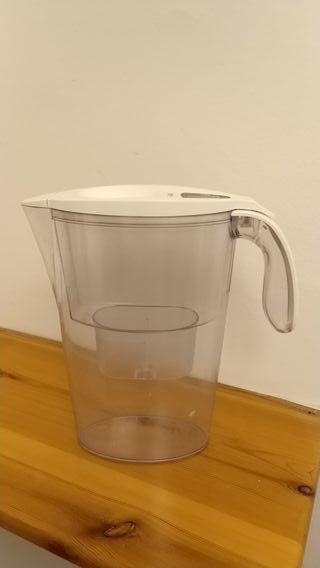 jarra de agua laica (tipo brita)