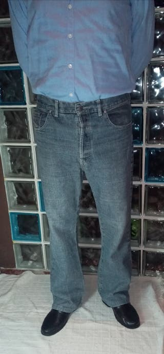 Pantalón vaquero hombre. Diesel. talla44.