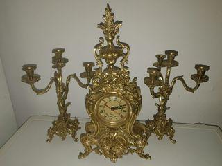 Reloj y candelabros