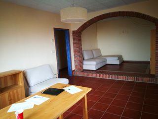 Muebles comedor: mesa, sofá, butacas, armarios