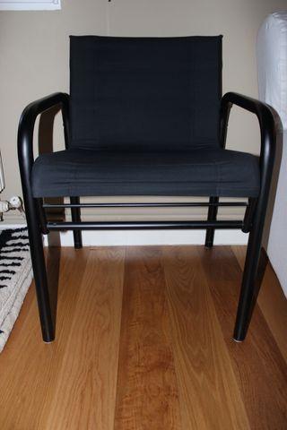 Dos sillas negras Tela y metal