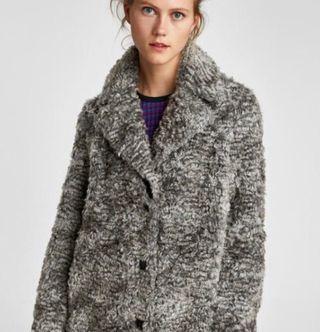 Abrigo tendencia de pelo rizo, talla xs de Zara