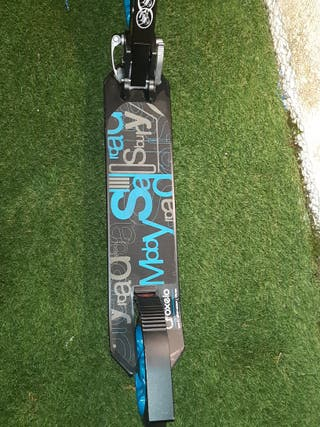 patinete oxelo de ruedas grandes azul, gris ynegro