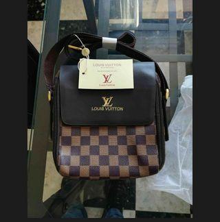 Cartera Louis Vuitton con etiqueta y forro.