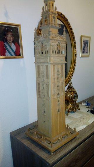 giralda de Sevilla y torres del oro