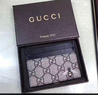 Cartera Gucci con caja
