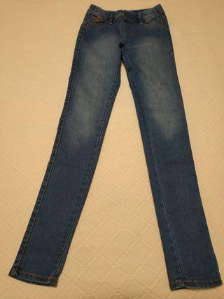 Pantalón tejano tipo pitillo