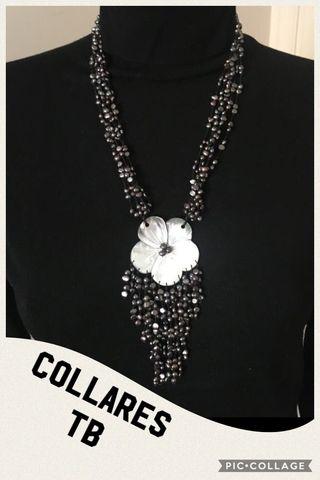 Collar cascada perlas gris con flor nacar