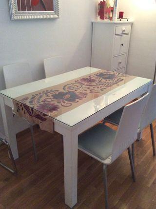 Mesa comedor extensible con 4 sillas