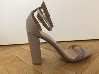 Sandalia glamorous nude