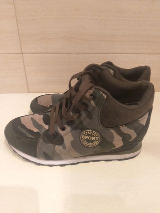 Zapatillas sneakers camuflaje, talla 39