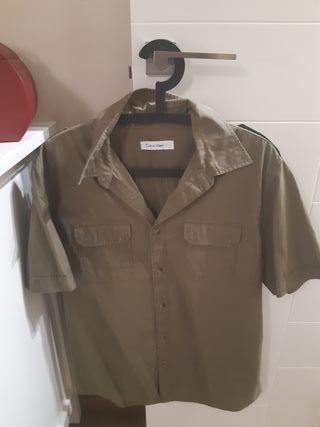 Ropa hombre. Camisa Calvin Klein
