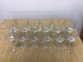 Copas de agua y de vino.