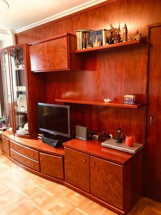 Mueble de salón. Madera noble.