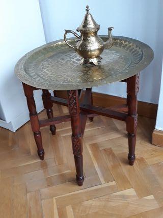 mesa Marroquí y tetera.
