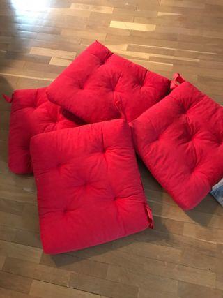 4 cojines Ikea rojos