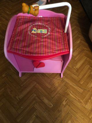 Cambiador de muñecas con mueble para la ropita