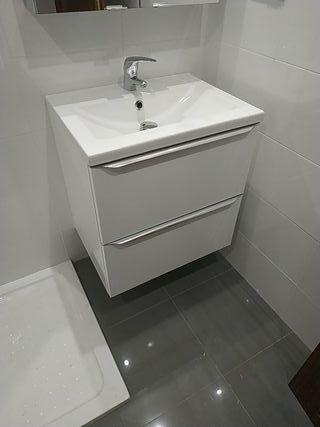 mueble lavabo y espejo de baño nuevo
