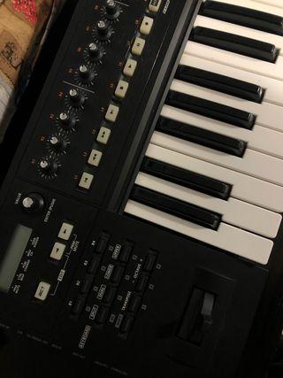 Teclado controlador Roland A800 pro + Funda