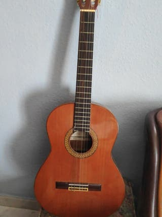 Guitarra española Alhambra 7C numerada de 1980.