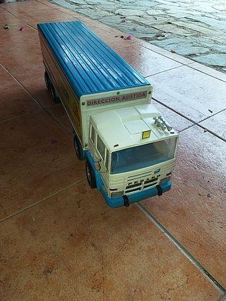 camión RICO PEGASO