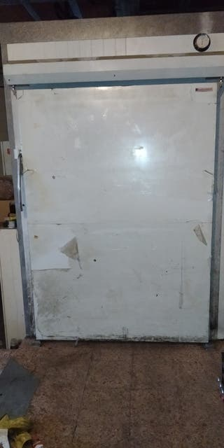 Puerta cámara frigorífica semi-nueva