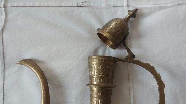 Jarra/cafetera/tetera de bronce de La India.
