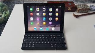 IPAD 4 con teclado inalámbrico Logitech