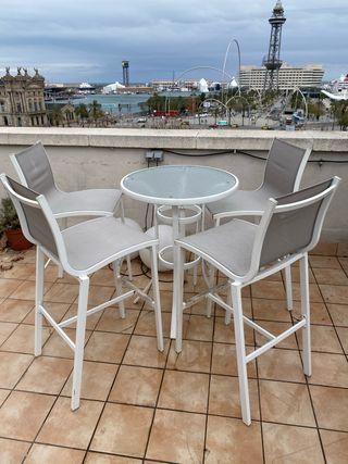 Mesa alta ( 90 cm alto) terraza + 4 taburetes