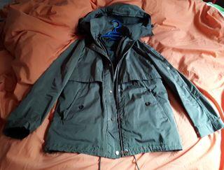 Abrigo parka mujer verde de Zara, muy nuevo