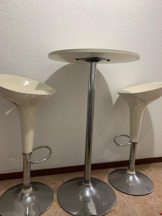 Mesa alta y 2 taburetes