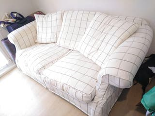 Sofá de dos plazas.