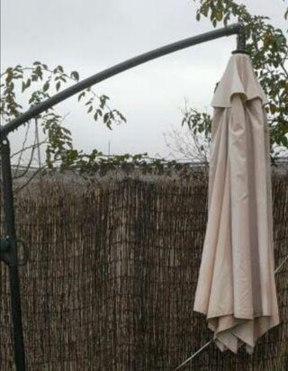 Sombrilla grande de jardín