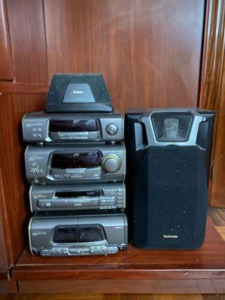 Equipo de música antiguo para casetes