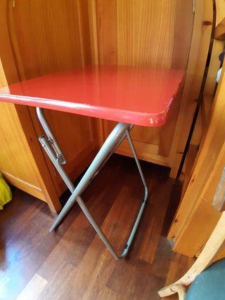 mesa plegable. mesita auxiliar