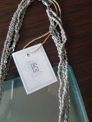 collar gris y plateado