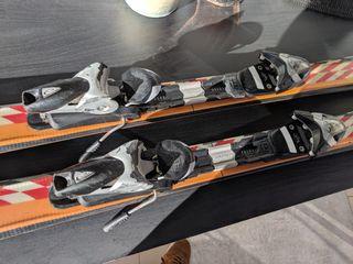 skis carving y fijaciones marca Elan 140