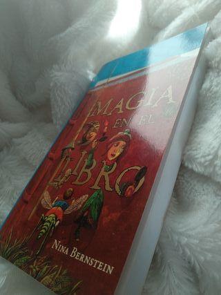 Libro magia en el libro