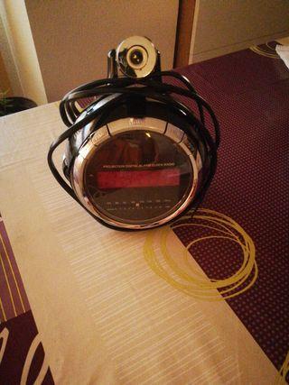 Radio-Despertador con proyector techo
