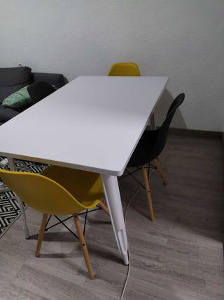 Mesa y Sillas de diseño
